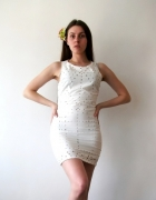 biała mini sukienka bez rękawów
