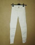 Bershka Białe rurki skinny z przeszyciami 32