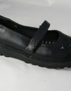 KicKers sandały r36