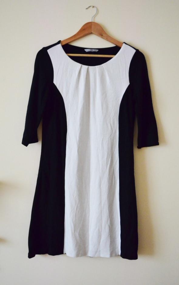 Dzianinowa czarno biała sukienka rozmiar 42...