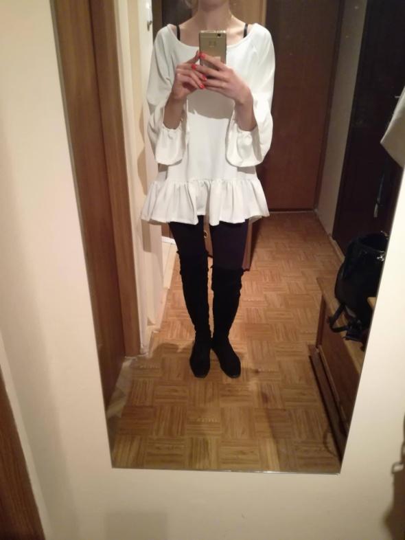 Białaecru bluzka z falbankąNowa