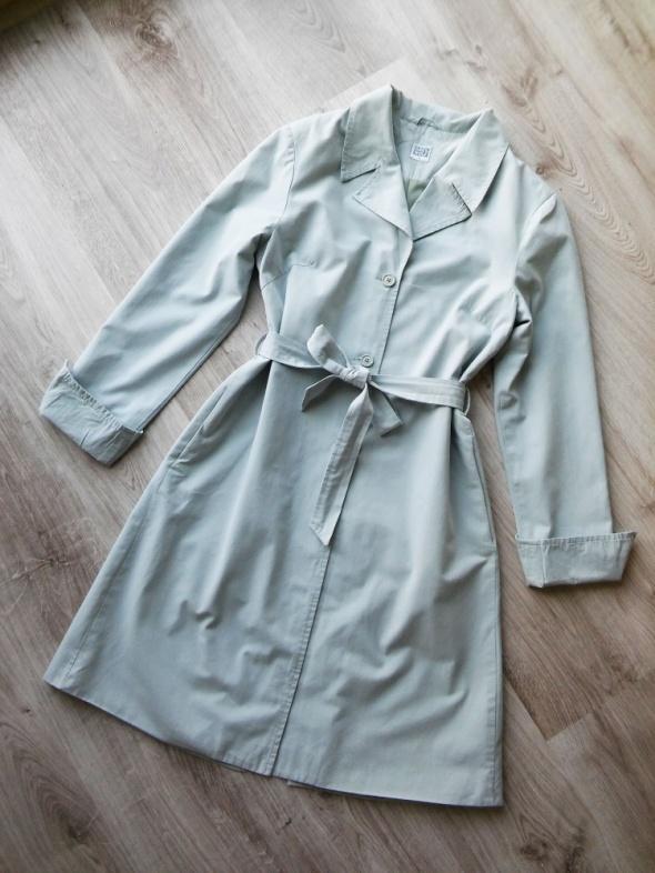 Długi minimalistyczny trencz w pastelowym kolorze Grey Wolf 40 ...