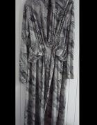 Wzorzysta sukienka z jedwabiu