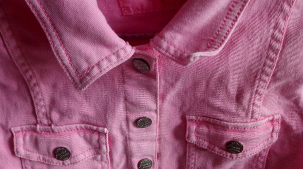 neonowy róż jeansów katana hm