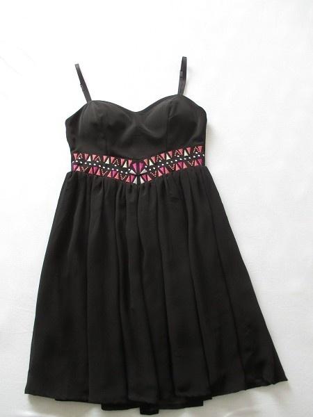 Sukienka czarna rozkloszowana...