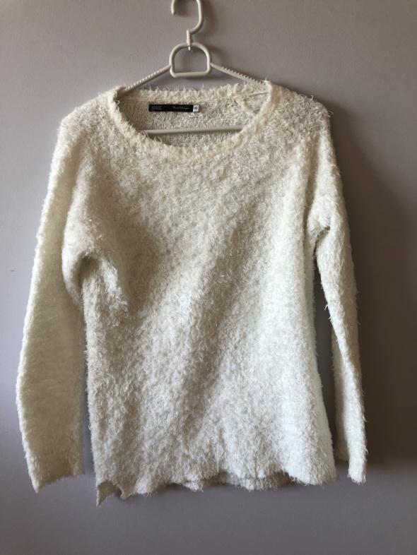 Sweterek włochaty XS S House...
