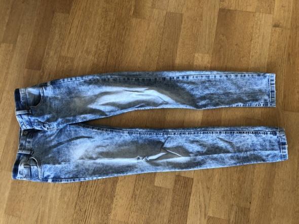marmurkowe jeansy bershka 34