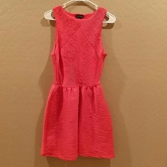 czerwona sukienka Topshop...