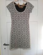 Sukienka z grubej koronki M 38