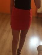 Czerwona mini spódniczka...