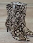 Nowe wężowe szpilki