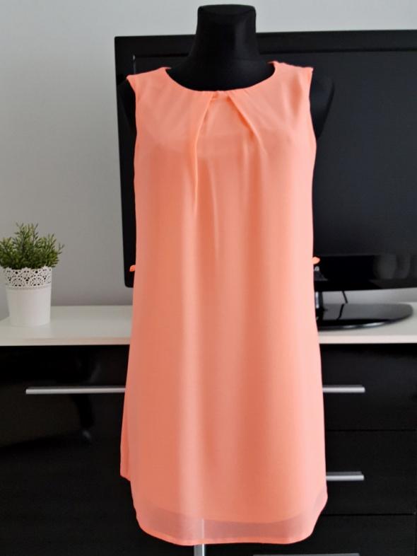 neonowa rózowa sukienka mgiełka Atmosphere
