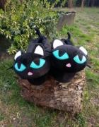 Czarne kapcie koty oryginalne i zabawne