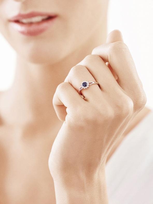 Złoty pierścionek z szafirem YES...