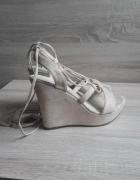 Nowe beżowe sandały na koturnie wiązane DeeZee 39...