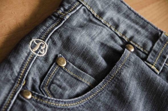 Antracytowe jeansowe szorty z przetarciami Bik Bok...