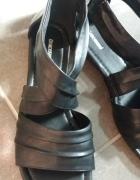 Damskie sandały czarne na małym obcasie rozmiar 39...