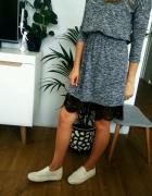 szara rozkloszowana sukienka z koronką Sinsay s
