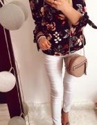 Czarna bluzka wiązana w kwiaty M