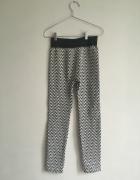 Biało czarne legginsy we wzorek