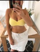 Piękny żółty stanik od bikini