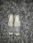 Idealne srebrne sandałki 38