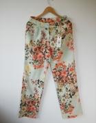 NOWE z metką śliczne włoskie letnie spodnie w kwiaty 36 S