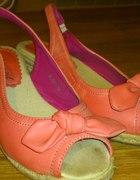 sandały na koturnie malinowe