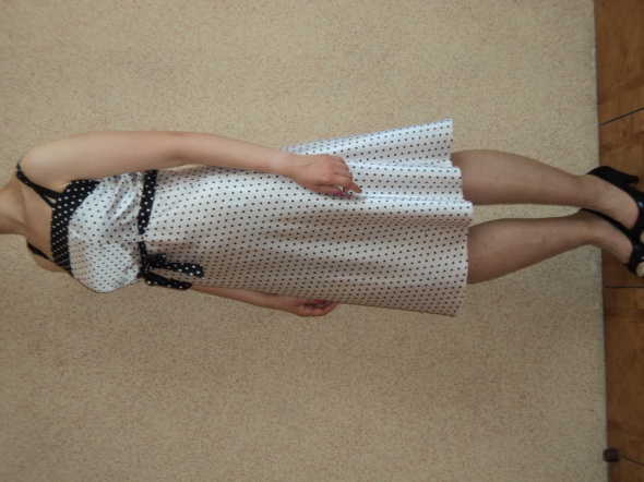 Dziewczęca sukienka w kropki L...