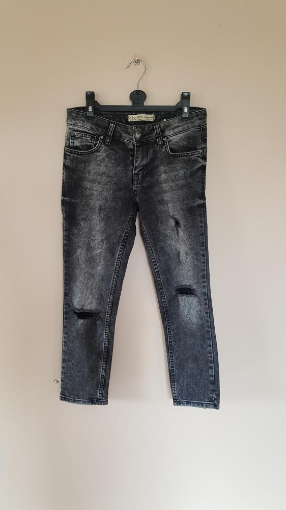 Spodnie spodnie z dziurami