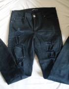 Czarne rurki Cropp z dziurami spodnie jeansy skinny ripped...