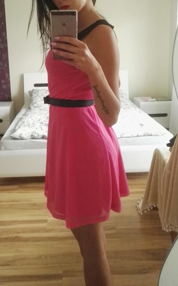 Sukienka różowa z czerną siatką