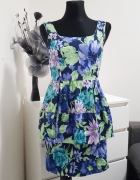 kolorowa sukienka w kwiaty BooHoo