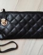 Czarna kopertówka portfel