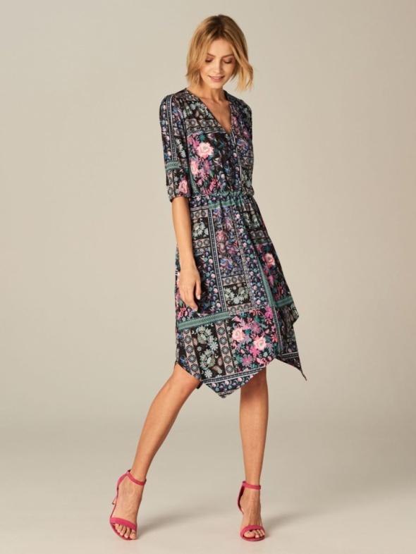 Mohito wzorzysta sukienka z asymetrycznym dołem...