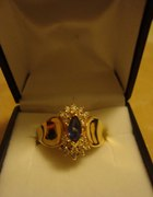 Pozłacany pierścionek z niebieską cyrkonią