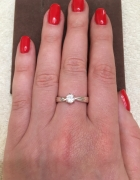 pierścione z cyrkonią w kolorze srebra