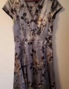 Oryginalna sukienka SOLAR srebrna w kremowe róże...