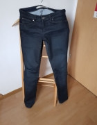 Ciemne jeansy Wrangler...