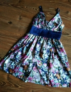 Śliczna kwiecista satynowa sukienka