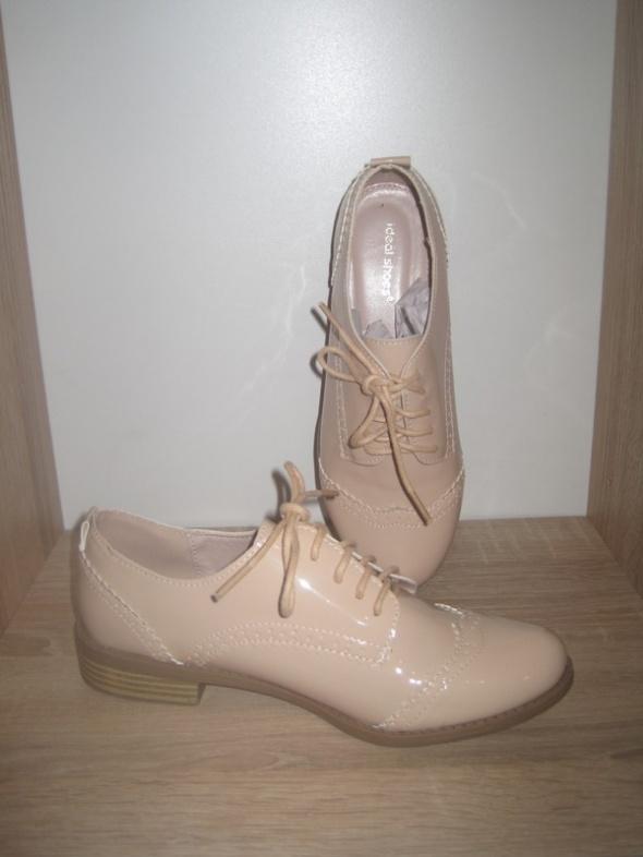 Beżowe buty