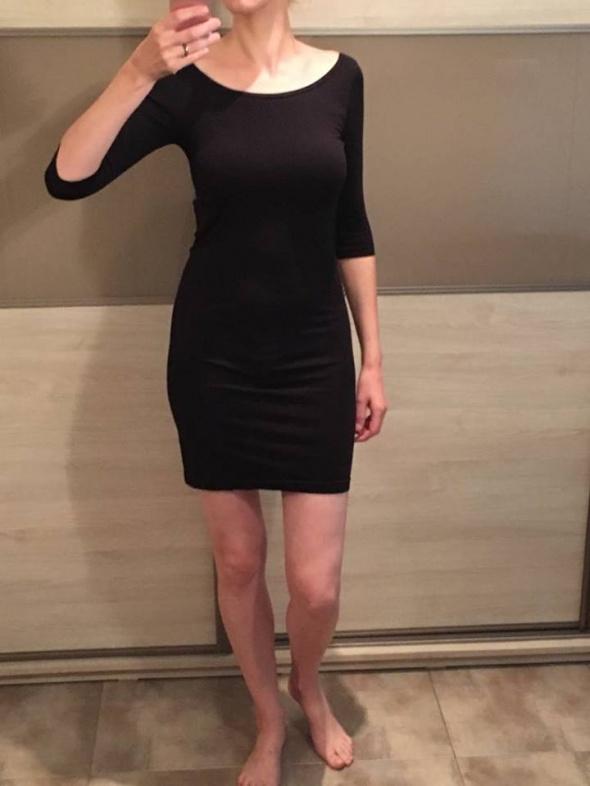 Czarna sukienka Gatta