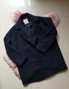 Granatowy płaszcz oversize Mango...