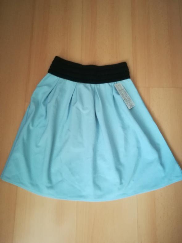 Błękitna spódniczka