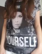 Czarny Tshirt z nadrukiem L Diverse...