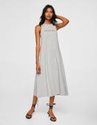 długa sukienka z napisem...