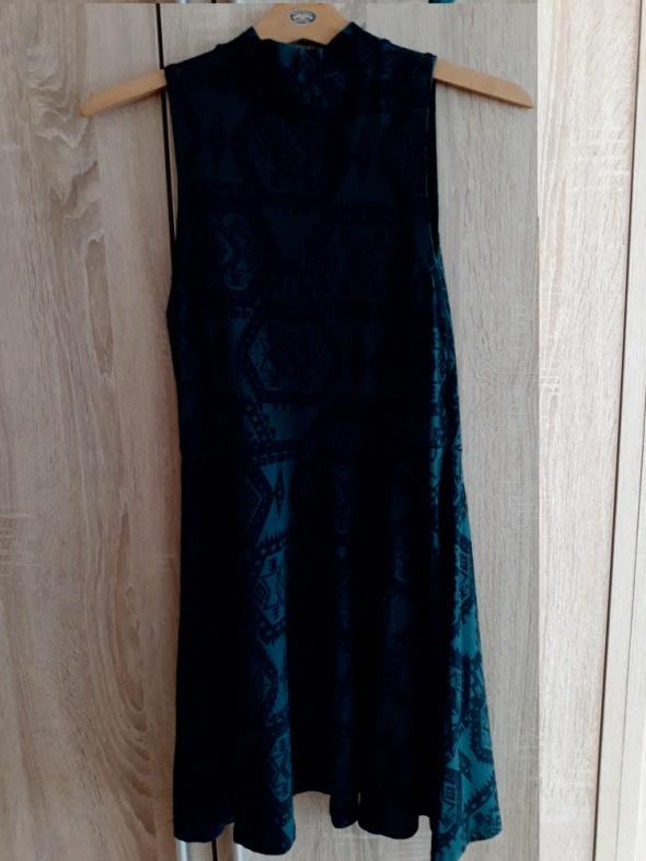 Sukienka we wzorze azteckim...