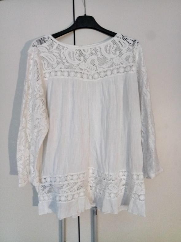 Biała bluzka w stylu boho z koronką