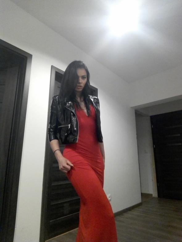Sexi Długa czerwona suknia i lakierkowa kurteczka
