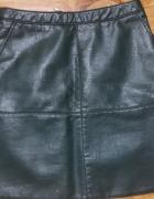 Krótka skórzana spódnica...